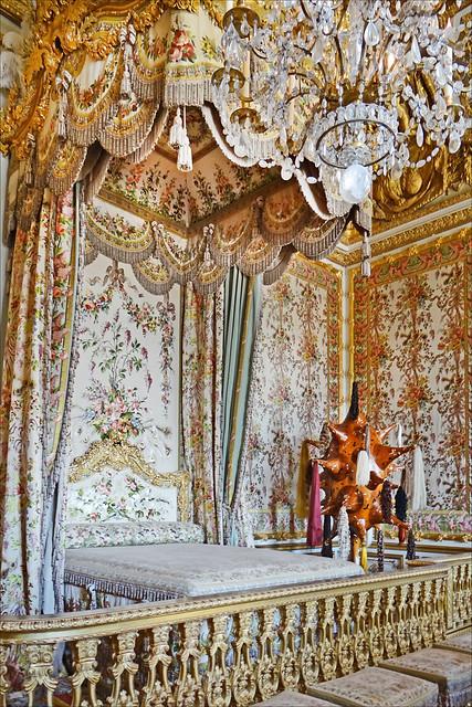 La chambre de la reine et l 39 art contemporain versailles for Chambre de la reine versailles