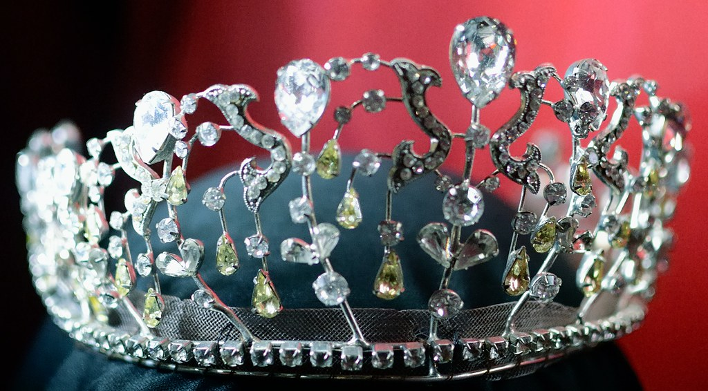 Mia Thermopolis Crown From Princess Diaries 2 Royal Enga
