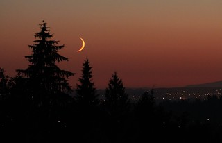 2012-09-18 - 8:13pm - Moon setting | by Ken_Lord