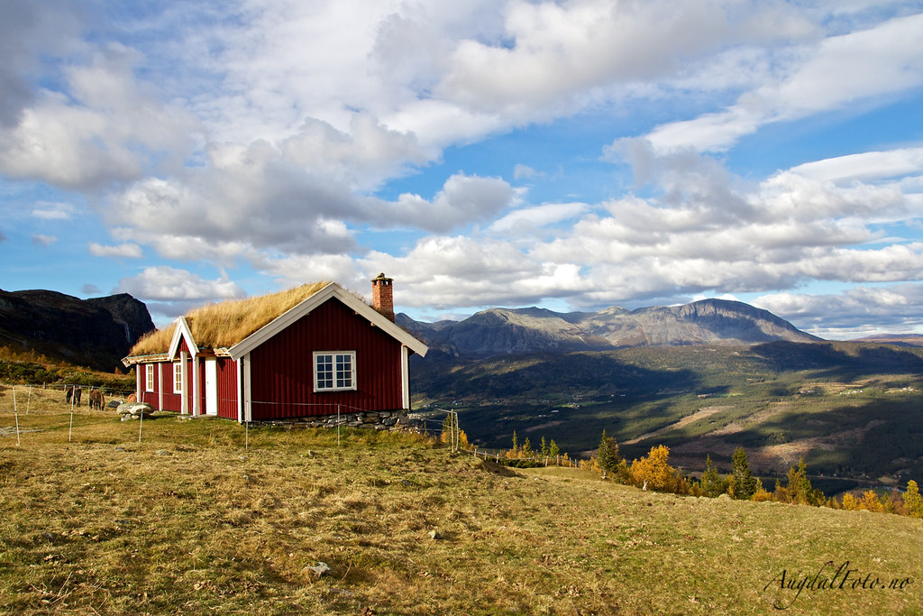 Mountain cottage in norway a beautiful cottage in the for Cottage in the mountains