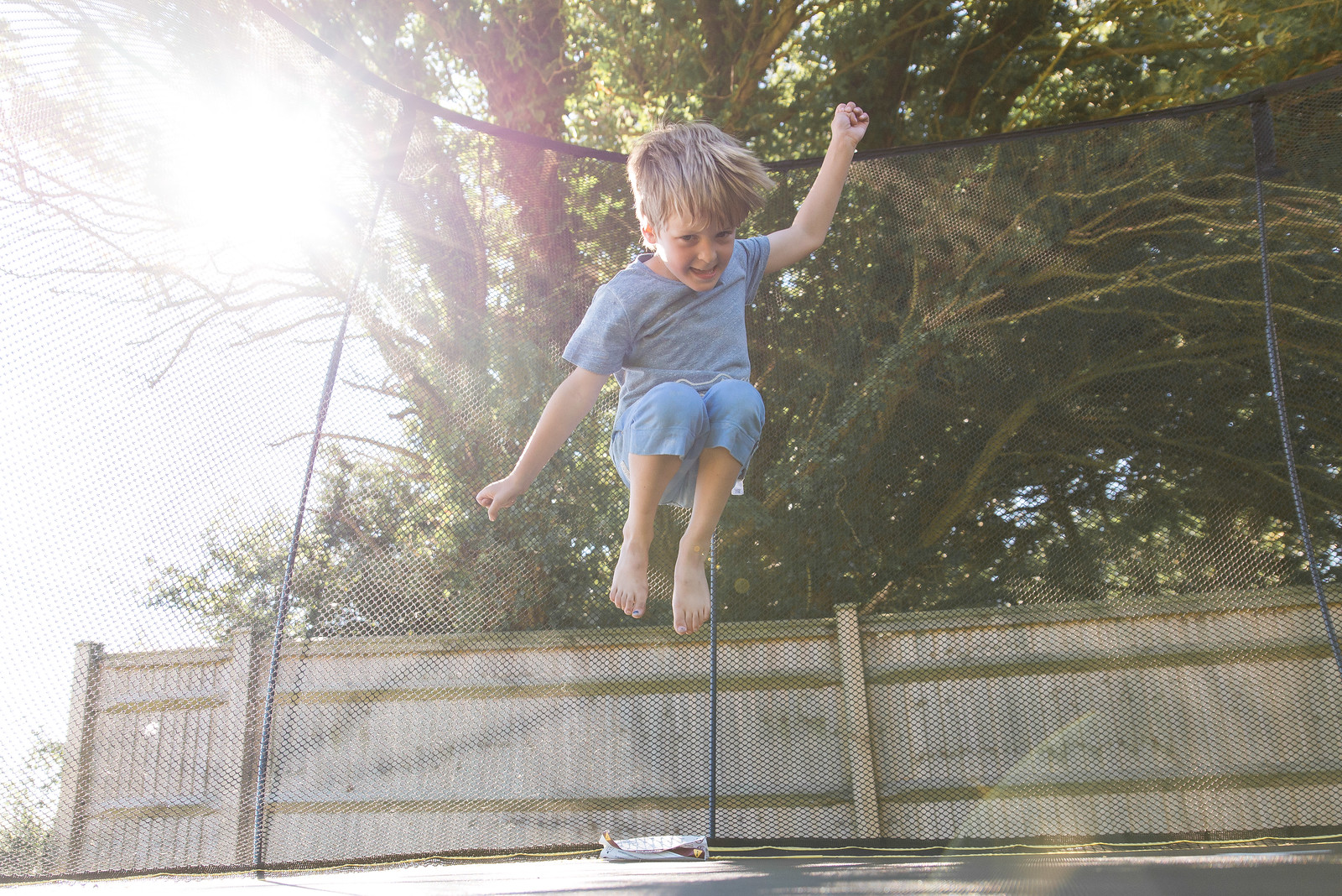 How to take great photos of your kids on the trampoline - practical tips to capture stunning images