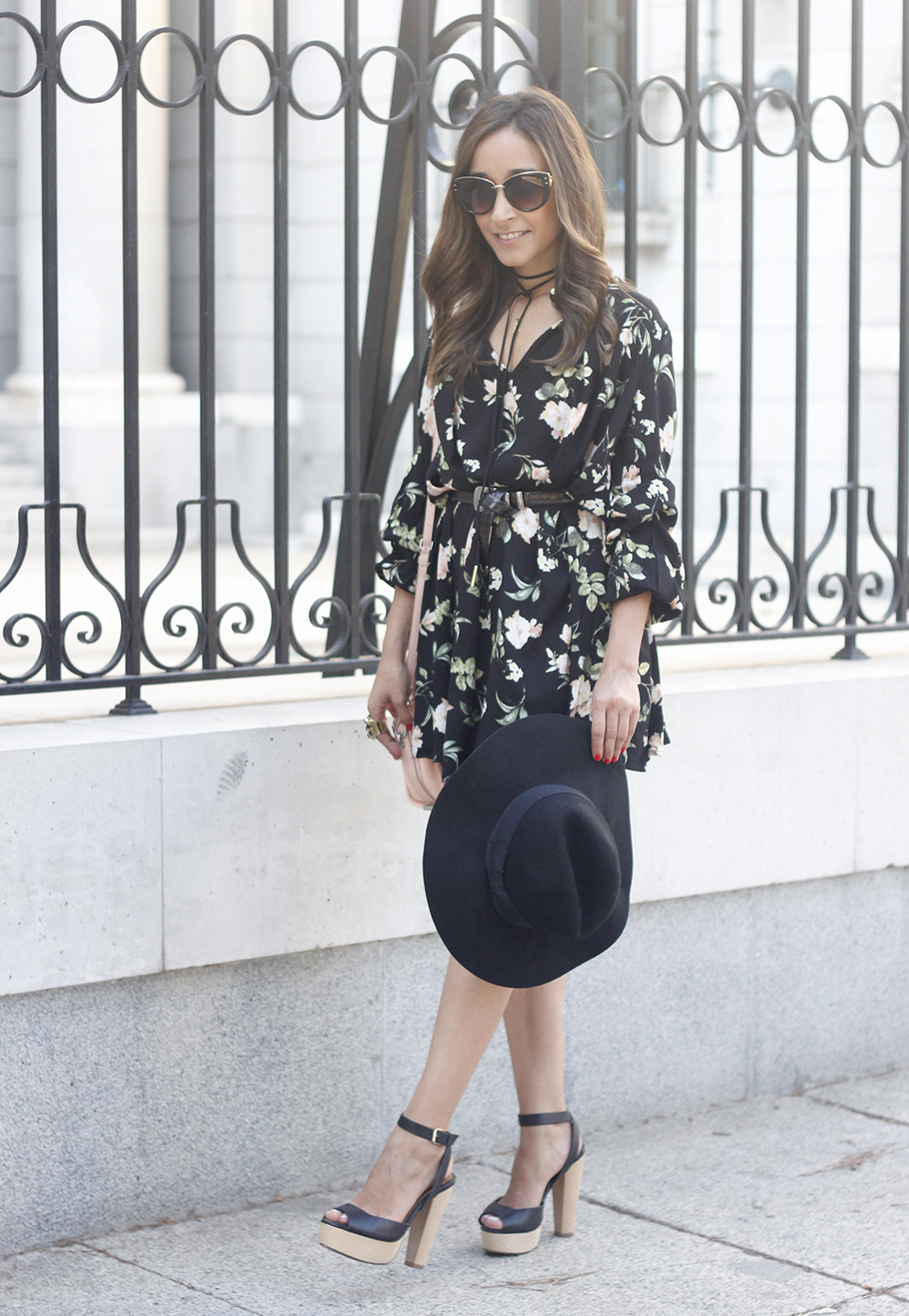 boho black dress with floral print hat coach bag wedges summer outfit03