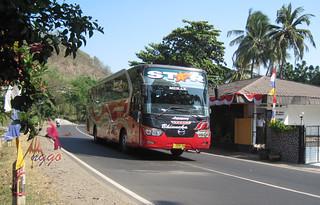 Bus Bhinneka Karoseri Laksana Legacy | Flickr - Photo Sharing!