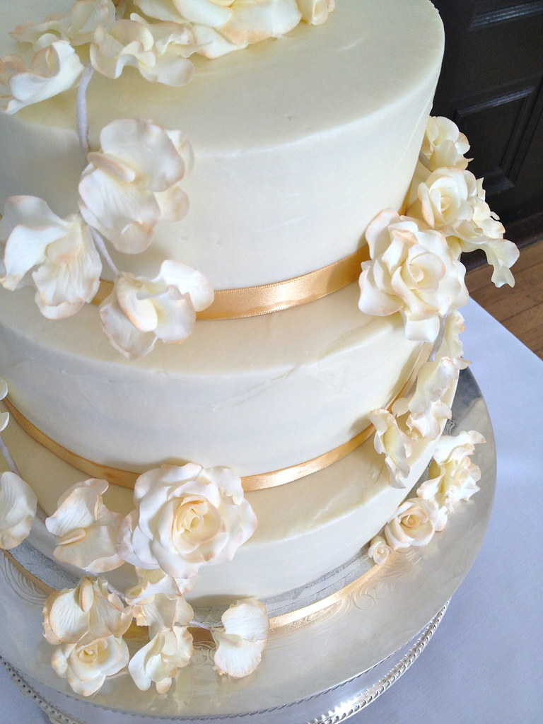 gold wedding cakes pictures ivory amp gold floral wedding cake 12 quot 10 quot 8 quot 14821
