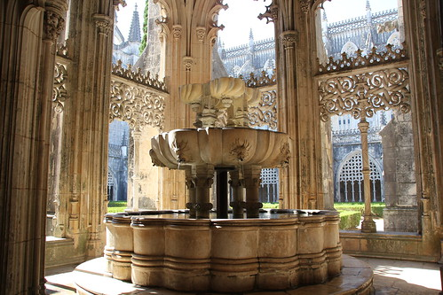 Batalha portugal fountain of the cloister of the abbey - Fontaine exterieure fonte ...