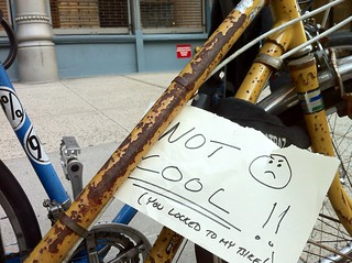 Massive #bikenyc foul: a mindless person locking to your bike. @NataliaRadywyl is immobilized! Arrgh! | by Daniel-Latorre
