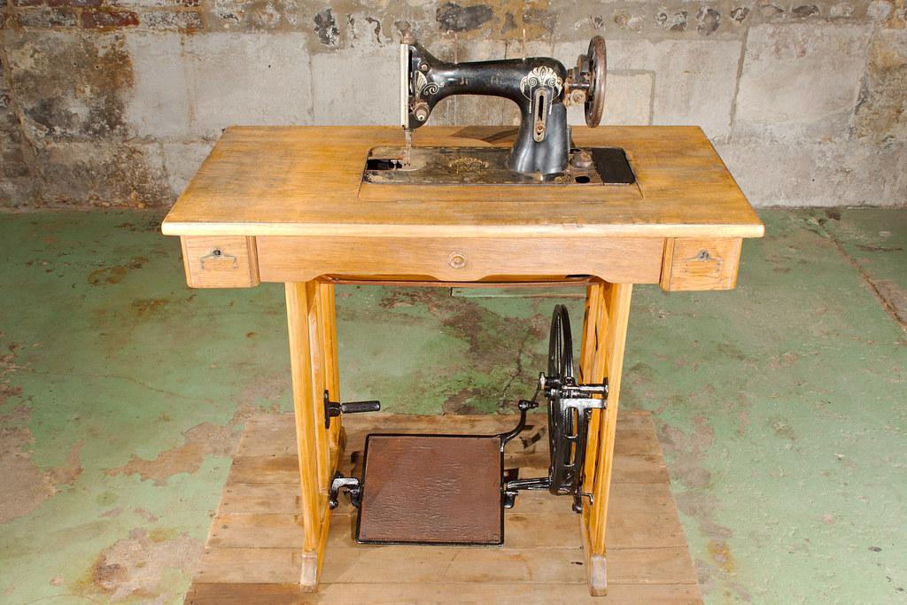 Machine coudre novella machine coudre novella for Machine a coudre 3d