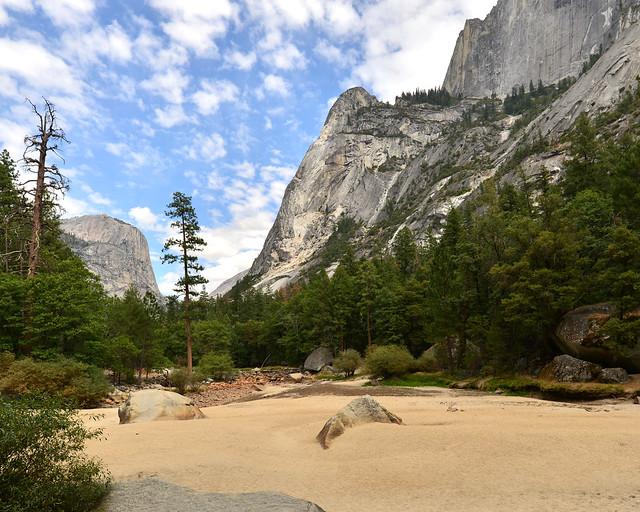 Lagos y cascadas secas en el Verano de Yosemite