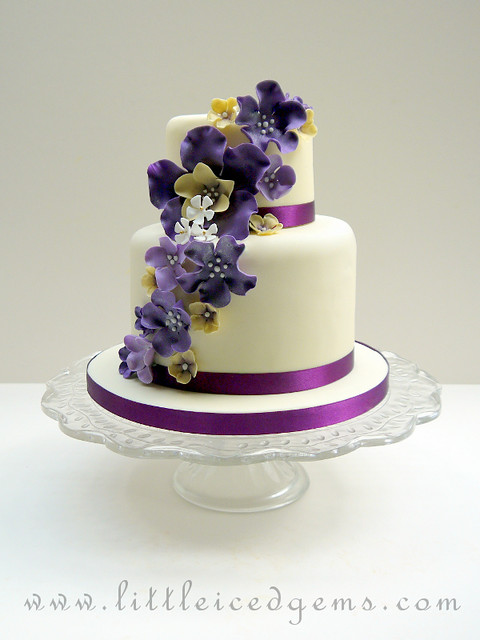 2 layer wedding cake with flowers two tier wedding cake flickr photo 10113