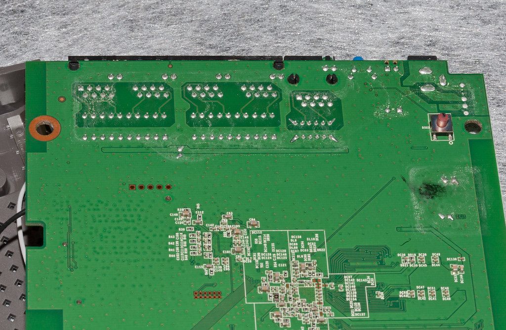 Cisco Linksys E2500-9c (Markings and Etches) | A look undern