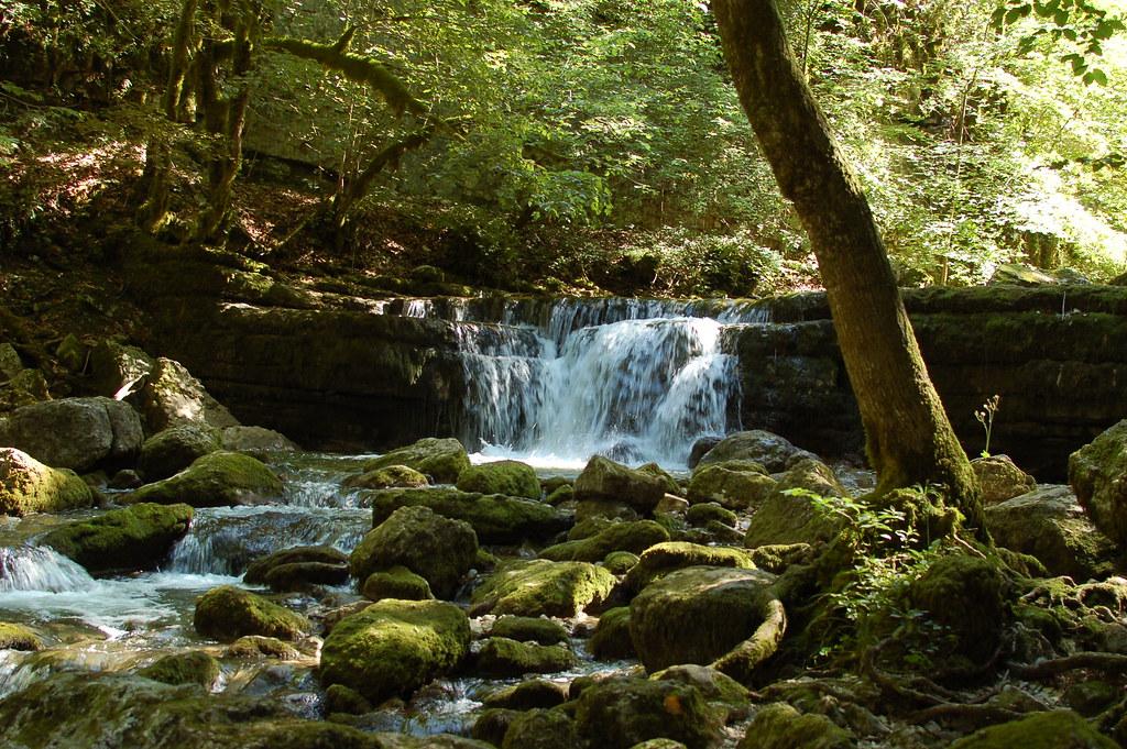 Petite cascade dans les sous bois Cascades du hérisson Gautier Poupeau Flickr # Petit Trou Dans Le Bois