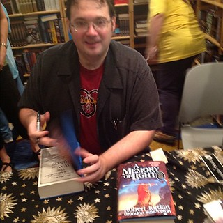 At Brandon Sanderson's signing. Note what's in front of him: mockup for A Memory of Light! | by Maid Mirawyn