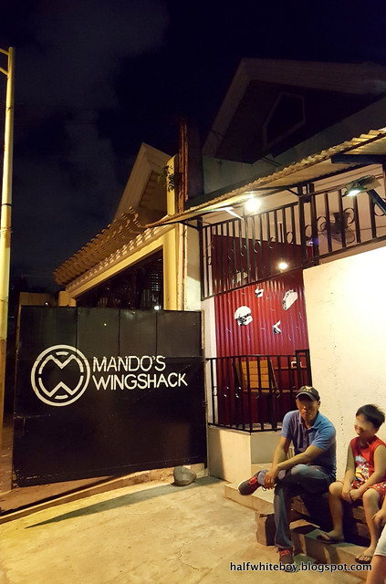mando's wingshack 02