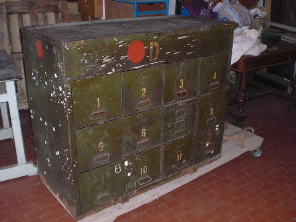 Cassettiera in ferro-Antiquariato industriale | www.casaviva… | Flickr