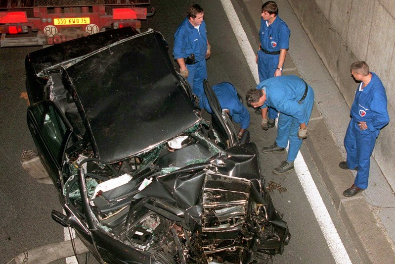 Фото с места аварии принцессы Дианы