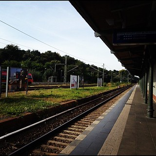 Potsdam手前のGriebnitzsee駅。surprisingly quiet area. | by NihaoGirl