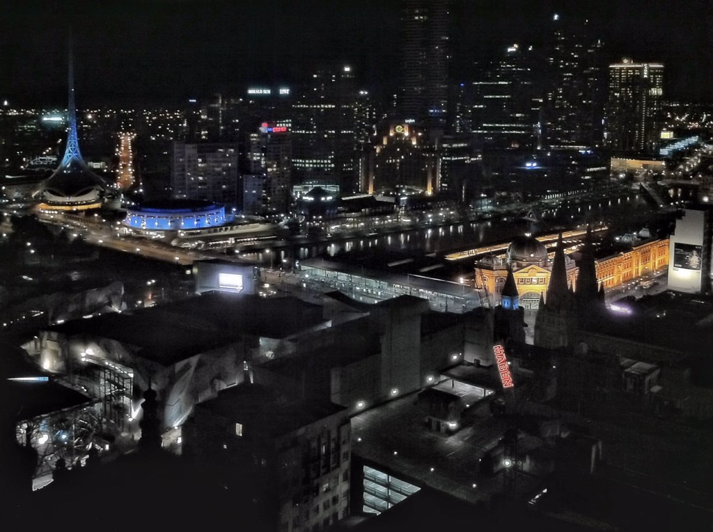 Grand Hyatt Melbourne Foyer : An uplifting night view from my room at the grand hyatt me