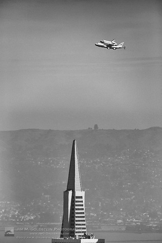 Space Shuttle Endeavor on the SCA above the Transamerica Building | by jimgoldstein