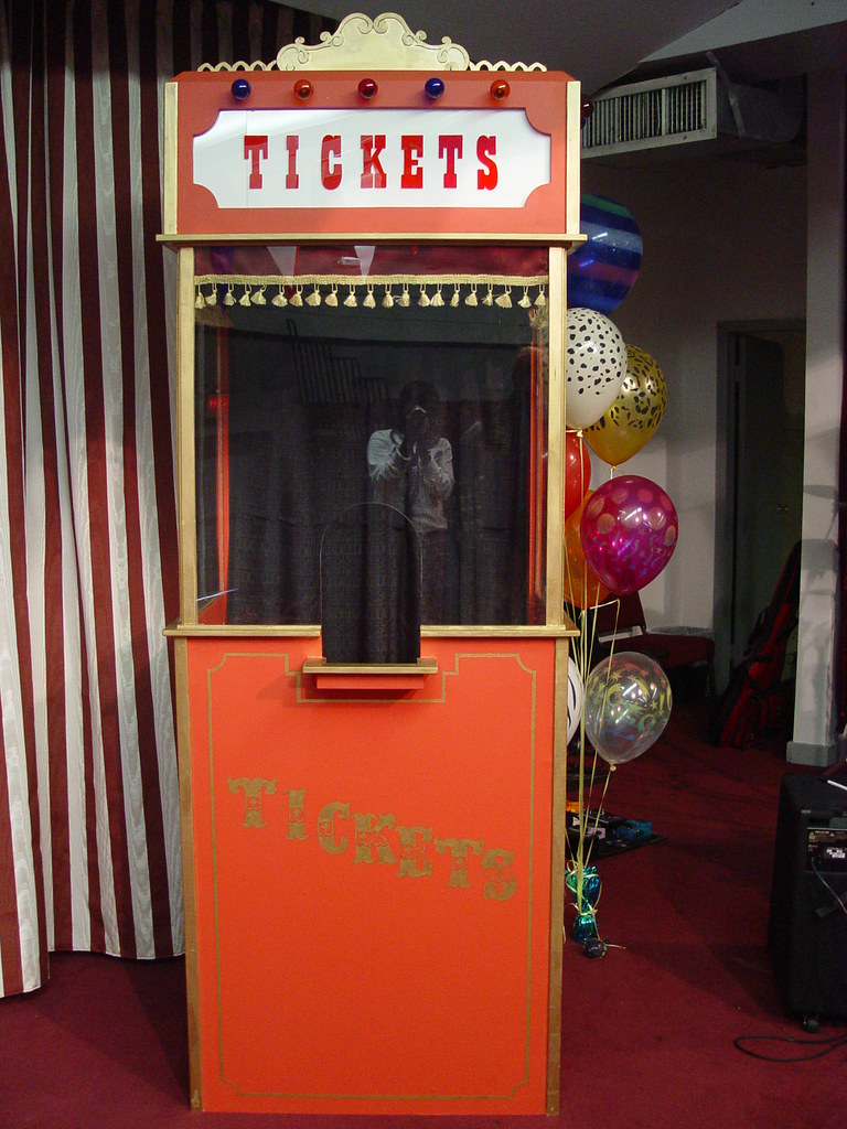 Old Fashioned Photo Booth Props