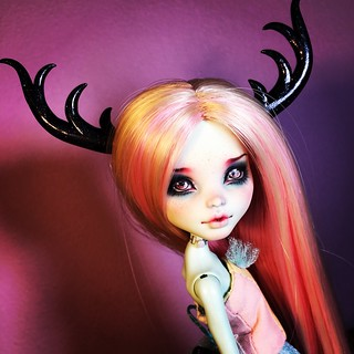 Black stardust #reindeerantlers  for #monsterhigh and #bjd #commission #annazu #annaku #bjdstagram #bjdphotography #balljointeddoll #doll #vesnushkahandmade #Etsy #bjdantlers #bjdhorns #horns #antlers | by AnnaZu