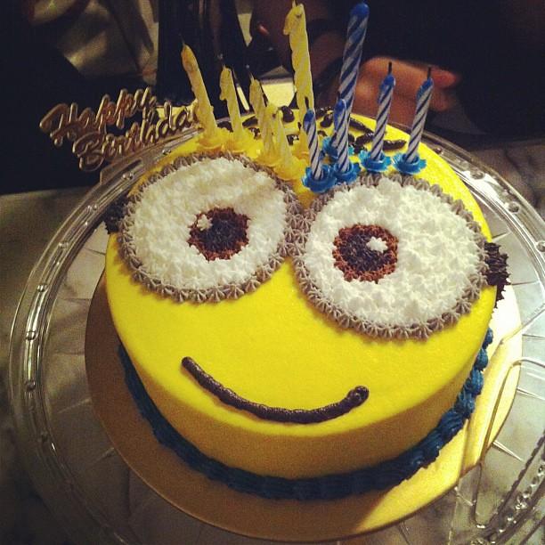 Birthday Cake Designs For Bf : Birthday cake s so cute!!! #minion #birthday #cake @starsw ...