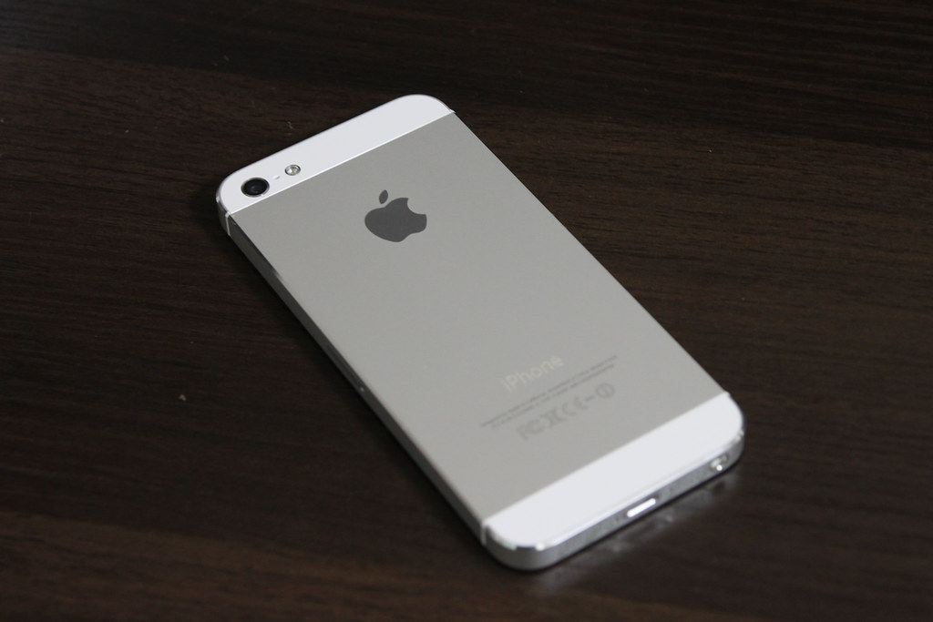 white iphone 5 apple iphone 5 64gb white model apple iphone 5 64gb 13297
