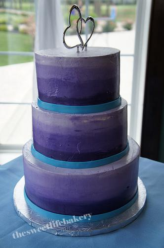 Round Wedding Cake With Blue Gradient Buttercream And Blu Flickr