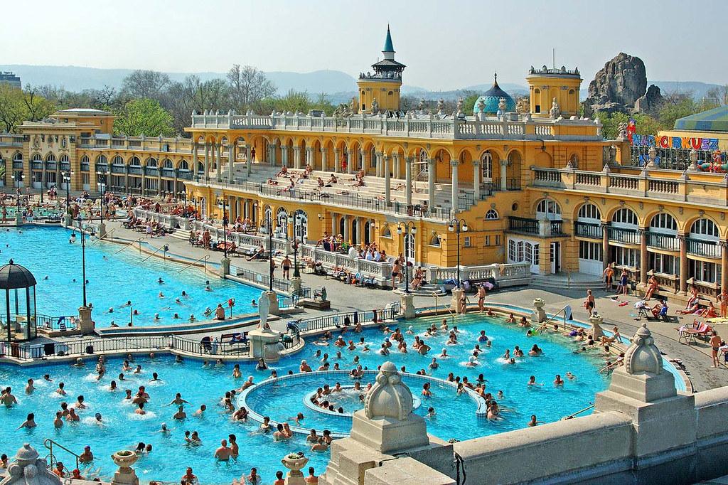 Szechenyi Bath Budapest Outdoor Pools | Szechenyi Bath Budap… | Flickr