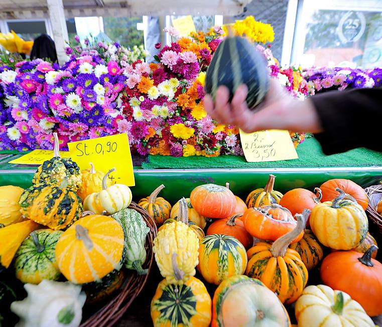 8631 Herbstliche Dekorationsartikel Auf Dem Landmarkt In H Flickr