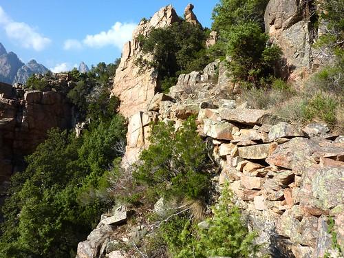 La descente du col de la pointe 571 avant  le ruisseau du Valdu Grande