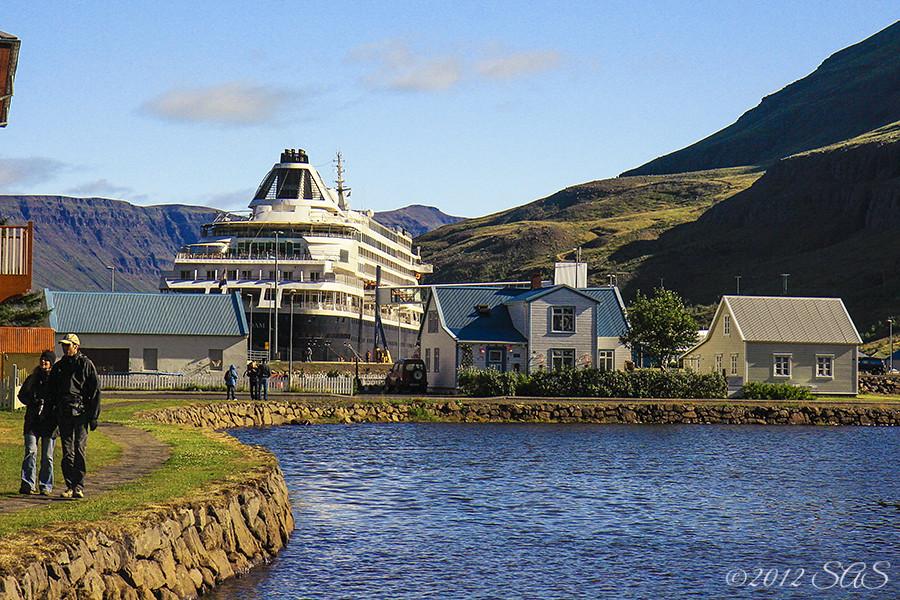 seydisfjordur iceland cruise ship prinsendam holland