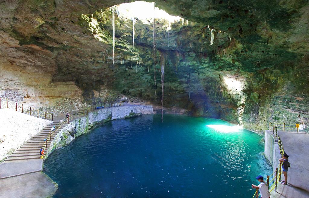 Hubiku cenote m rida mexico un cenote es una dolina for Construccion de piscinas merida yucatan