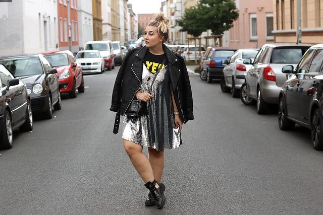 outfit-look-style-modeblog-fashionblog-pailettenkleid-über-shirt-zara-top-balenciaga-boots12