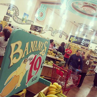 People going bananas at the new Trader Joes in Houston! | by kalebdf