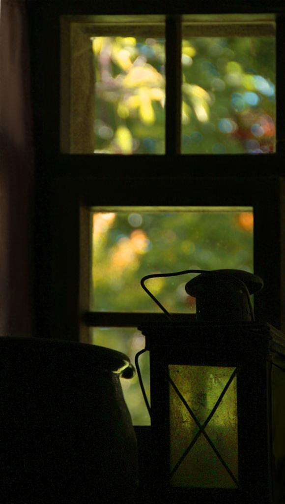 ein bisschen licht a bit of light fenster mit deko im. Black Bedroom Furniture Sets. Home Design Ideas