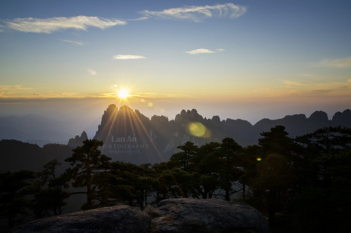 Collecting Lensflares in Huangshan (Anhui Province) | by Andy Brandl (PhotonMix)