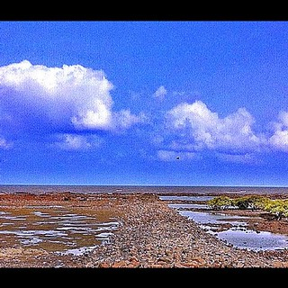 View of Bandra Band Stand Sea Shore #Seashore #sea#mumbai #hiddenmumbai #sky#Blue#Clouds#irox_skyline #skyporn #igbest #rmd | by ramraodesai