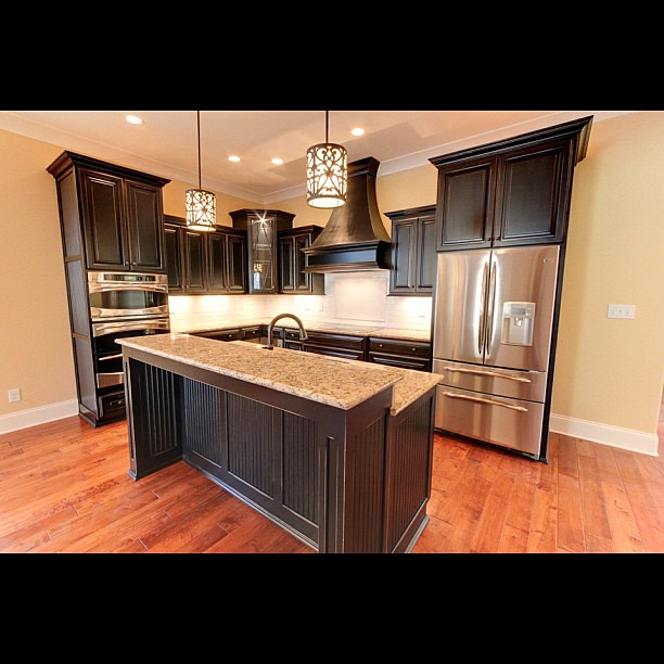 Black kitchen cabinets louisville custom new home bui for Kitchen cabinets louisville ky