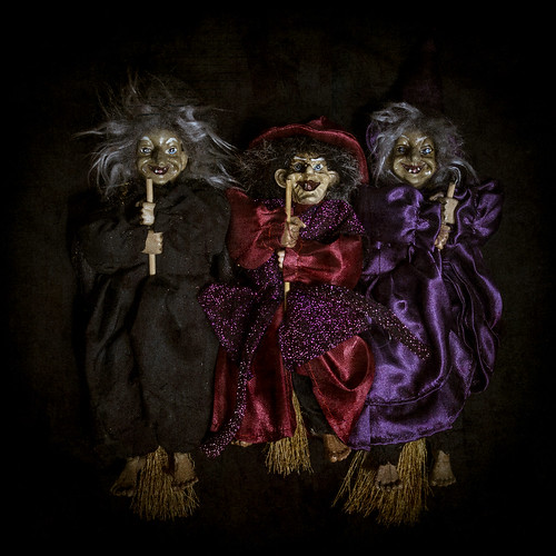 """when shall we three meet again in thunder lightning or in rain Scene 1 – line 2-4first witch""""when shall we three meet againin thunder, lightning, or in rain"""" the ominous weather is a sign of evil and mischievous deeds, so when such weather happens again the witches will most likely be a part of it."""