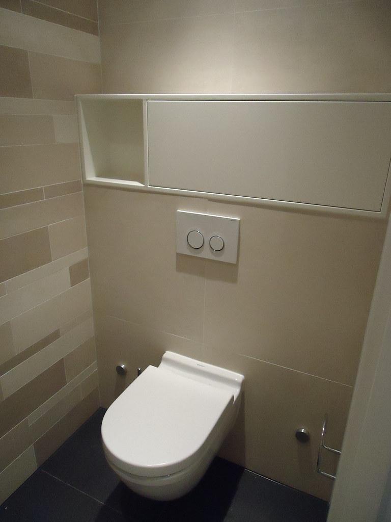 toilet met maatwerk toiletrol kastje   Joosteninterieur (interieurarchitect Rotterdam)   Flickr