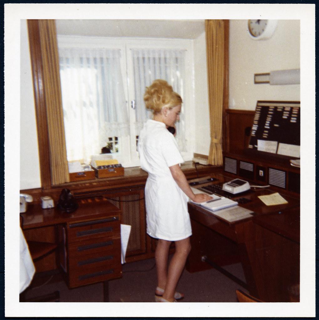 Marienhospital Bottrop 1968/69 | Telefonzentrale: Hier gut z… | Flickr