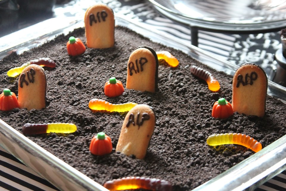 How To Make A Graveyard Dirt Cake