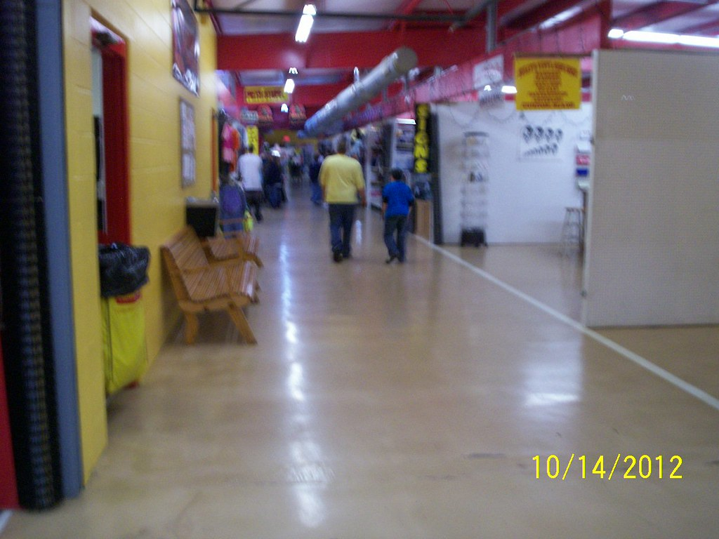 treasure aisles flea market monroe ohio huge flea market flickr. Black Bedroom Furniture Sets. Home Design Ideas