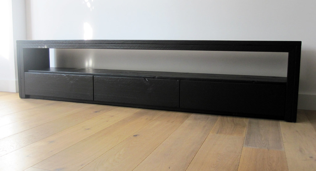 Tv meubel 39 vittali 39 zwart steigerhout te koop bij w00t for Tv meubel kleine ruimte