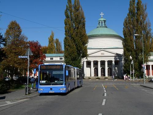 Zum Beginn der Sommerferien müssen Tram-Fahrgäste an vielen Stellen im Stadtgebiet in den Bus umsteigen.