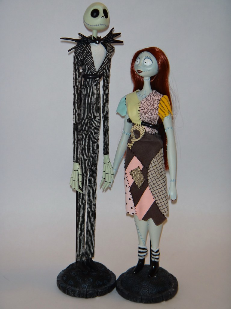 Jack And Sally Le 18 Dolls Deboxed Full Front View