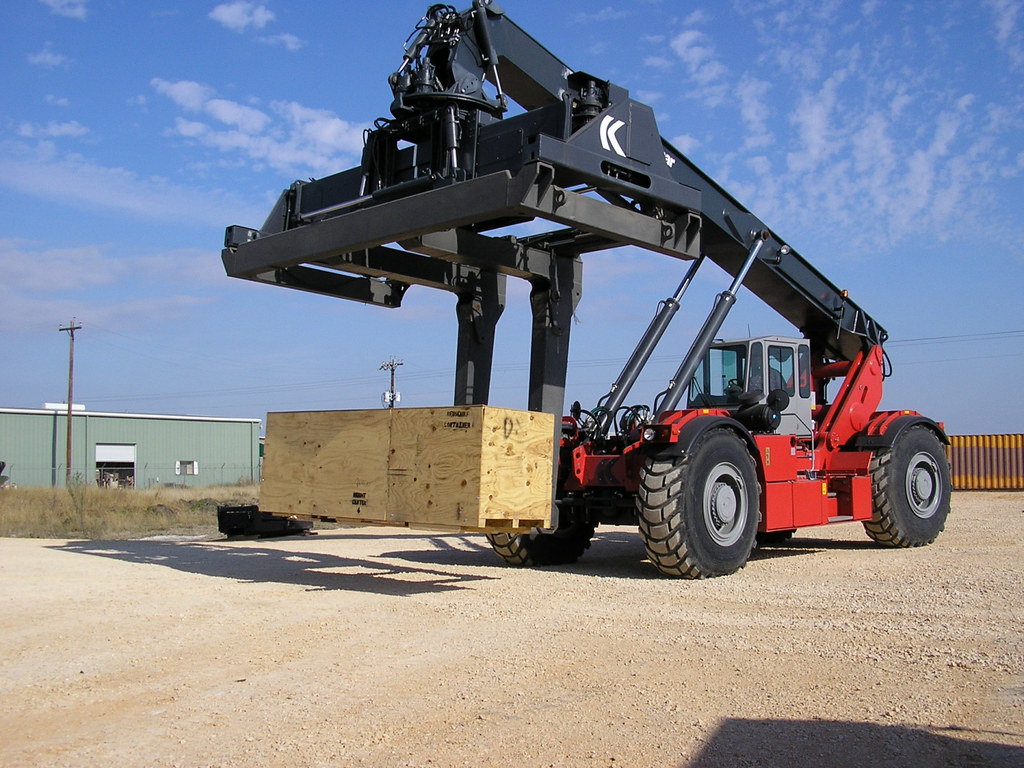 rt240 rough terrain reach stacker