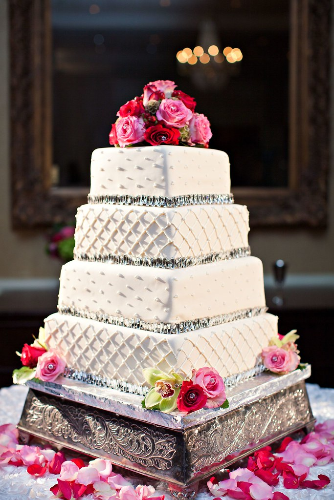 Lauren Bewick Wedding Cake resize We love how this cake ...