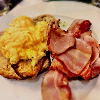Scrambled Breakfast Cafe Menu