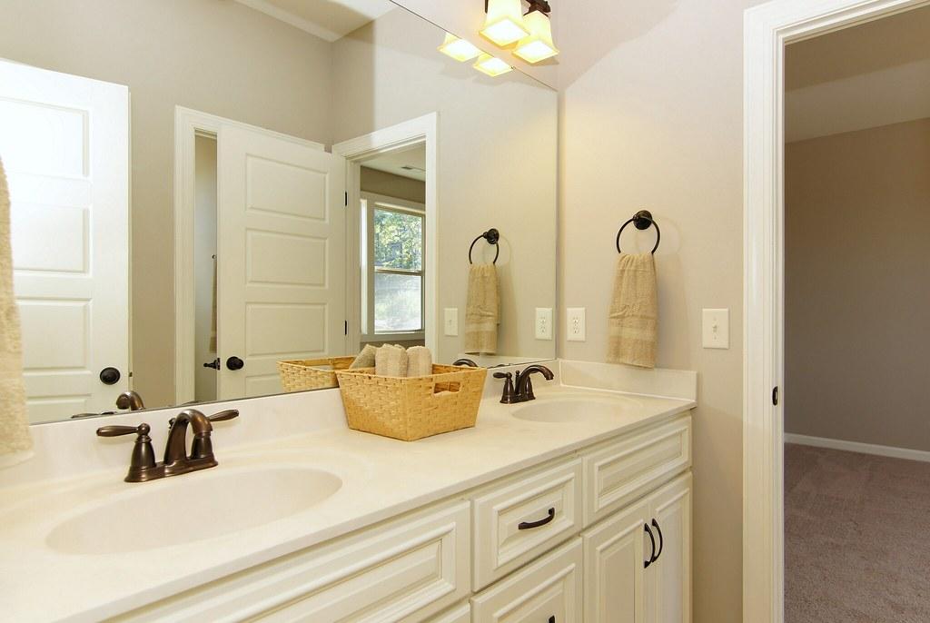 holly pointe 83 jack n jill bathroom the grimmauld ele flickr. Black Bedroom Furniture Sets. Home Design Ideas